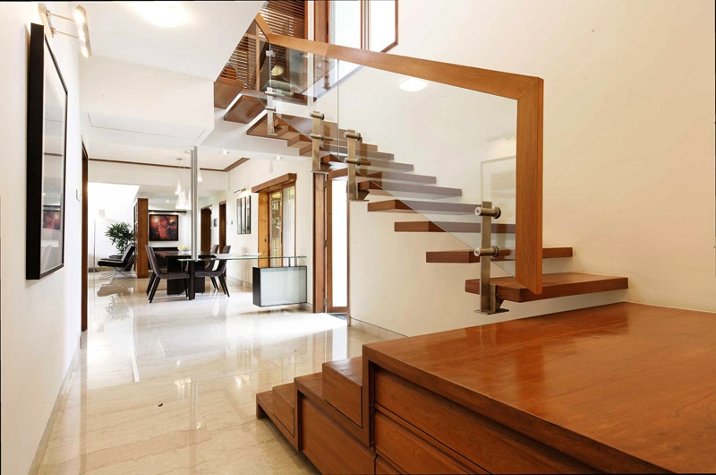 Floating_staircase_glass_balustrade